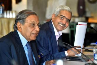 File photo of chairman of the 15th Finance Commission N.K. Singh (left) with former economic affairs secretary Shaktikanta Das. Photo: PTI