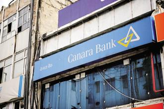 Canara Bank raised its NPA provisions to Rs8,762.57 crore in Q4 FY18, up by nearly 200% from Rs2,924.08 crore in Q4 FY17. Photo: Pradeep Gaur/Mint