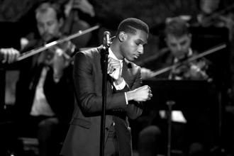A 2015 photo of Leon Bridges performing during the American Music Awards. Photo: Getty Images