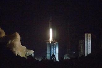 In this photo provided by China's official Xinhua News Agency, a Long March-4C rocket carrying a relay satellite, named Queqiao, is launched from China's Xichang Satellite Launch Center on 21 May 2018. Photo: AP