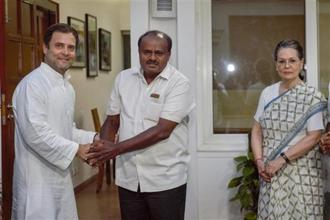 JDS's H.D. Kumaraswamy (centre) with Congress president Rahul Gandhi and UPA chairperson Sonia Gandhi. Photo: PTI
