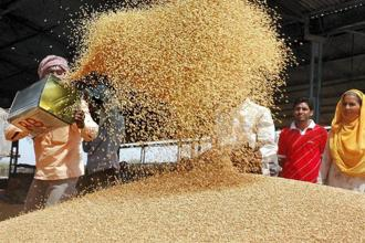Icra expects GDP growth in Q4 of FY 2017-18 at 7.4% on account of good rabi crop harvest and improved corporate earnings, up from 7.2% in the third quarter. Photo: HT