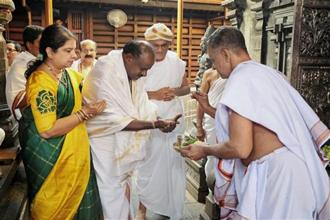 JD(S) leader and Karnataka chief minister-designate H D Kumaraswamy visits Manjunatha Swamy temple, ahead of the swearing-in ceremony, at Kshetra Dharmasthala in Dharmasthala, Karnataka, on Tuesday. Photo: PTI