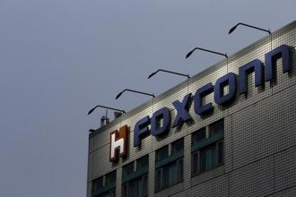 The logo of Foxconn is seen on top of the company's headquarters in New Taipei City, Taiwan. Foxconn Industrial Internet will issue 1.97 billion new shares at 13.77 yuan per share to raise 27.1 billion yuan ($4.2 billion). Photo: Reuters