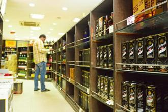 Products of United Spirits displayed in a wine shop in Connaught Place, New Delhi. Shares of United Spirits Ltd on Thursday settled at Rs3,122.05 apiece on BSE, down 2.85% from their previous close. Photo: Ramesh Pathania / Mint