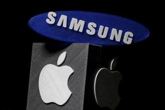 Apple sought about $1 billion in a retrial of a case that originally produced a verdict of that amount in 2012, while Samsung argued it should pay only $28 million this time. Jurors in federal court in San Jose decided only on damages Thursday.  Photo: Reuters