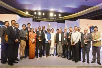 The winners of Hindustan Ratna PSU Awards 2018 with culture minister Mahesh Sharma (centre) and Shashi Shekhar, editor of Hindustan at the ceremony. Photo: Sushil Kumar/HT
