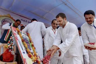 Congress president Rahul Gandhi paying tribute to rice innovator Dadaji Khobragade in Nanded village in Chandrapur district of Maharashtra on Wednesday. Photo: PTI