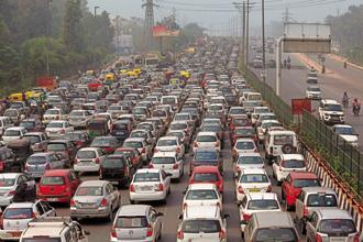 The travel time on Gurgaon-Delhi highway increases by 77% during morning rush hour as compared to the lean period of 12 am to 7am. Photo: HT