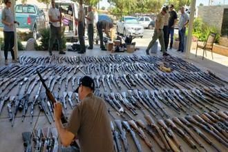 Over 550 firearms that Los Angeles County sheriff's deputies and state and federal investigators seized from two homes in Agua Dulce, California in June. Photo: AP