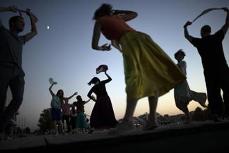 People perform Argentinian dances at the Moskva riverside in Moscow, Russia. Photo: AP