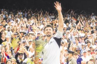 Goran Ivanisevic acknowledges the crowd after winning the men's singles final at Wimbledon in 2001. Photo: Getty Images