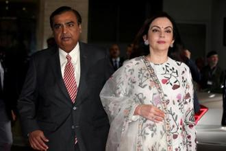 Mukesh Ambani, arrives with his wife Nita Ambani to address RIL's annual general meeting in Mumbai. Photo: Reuters