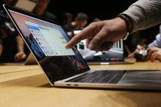 Mac-loyal warriors around the world are increasingly being seduced by lighter, sleeker, sexier, and more powerful laptops—ones that run Windows and Chrome OS. Photo: Reuters