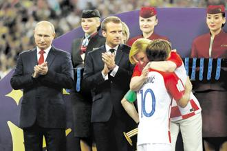 The Croatia president's gesture of standing by her country's defeated football team is a trait to emulate. Photo: Reuters