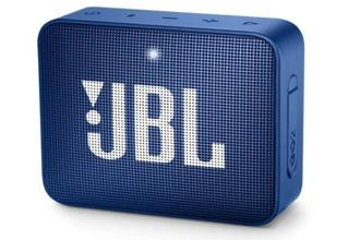 JBL Go 2 features a 360 degree speaker design which projects sound in all directions, resulting in a more consistent audio experience matter where you are sitting.