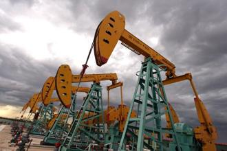 Brent crude oil futures were at $71.03 per barrel at 0455 GMT, up 0.4%, from their last close. Photo: Bloomberg