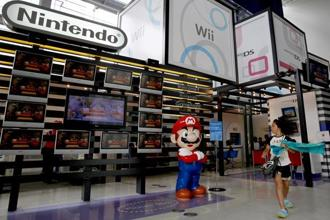 Nintendo's first in-house smartphone game, Super Mario Run, charged a flat fee, which many users criticized as being too expensive for the amount of content provided. Photo: AP