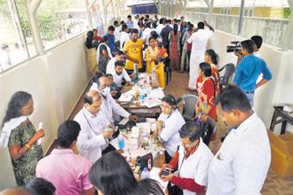 Doctors monitor health of flood victims at a temporary relief camp in Alleppey on Sunday. Photo: PTI