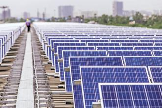 Cumulative solar installed capacity totalled 24.6 GW at the end of the second quarter of 2018 with large-scale solar projects accounting for 90% and rooftop solar making up the remaining 10%. Photo: Bloomberg