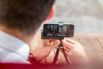 Photography professionals are increasingly working with phone cameras. Photo: iStock