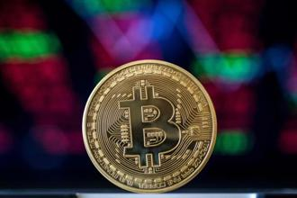 After bitcoin surpassed $1,000 for the first time in 2013, it began to attract the attention of financial institutions. Photo: AFP