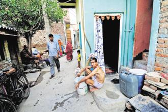A new research shows that 74% of the respondents, who were slum dwellers, could afford houses put out by the government's slum rehabilitation programmes. Photo: Pradeep Gaur/Mint