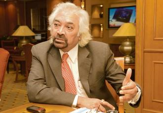 Anecdotal stories say that Sam Pitroda, as the head of the newly launched C-DOT in 1980s, never believed any task was beneath him. Photo: Ramesh Pathania/Mint