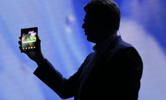 Samsung and other smartphone makers are trying to revitalize slowing demand for smartphones. Photo: Reuters