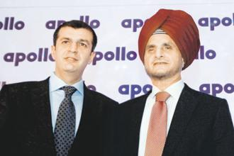 Apollo Tyres vice-chairman and managing director Neeraj Kanwar (left) with chairman Onkar S. Kanwar. Photo: PTI