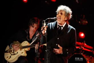 Bob Dylan performing in Los Angeles in 2012. Photo: Getty