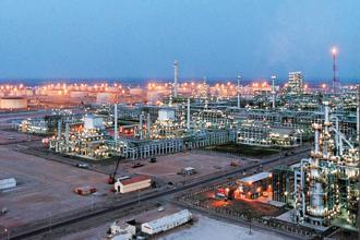 Reliance Industries Ltd is considering a plan to boost its oil refining capacity by about half. Photo: Reuters