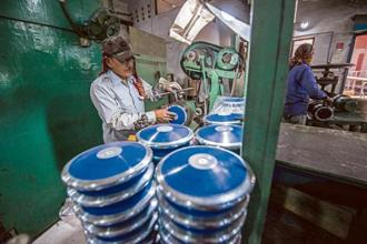 Discuses being assembled at the workshop in Nelco. Photo: Pradeep Gaur/Mint