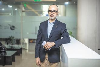 IPPB CEO Suresh Sethi. UIDAI has proposed a new KYC model which is currently being reviewed by RBI. Photo: Pradeep Gaur/Mint