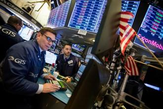 At the open US futures then duly dropped 1.9% from Tuesday's close as 36,720 shares were traded in the first 10 minutes. Photo: Bloomberg