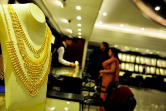 Gold rate today rose Rs 33,000 per 10 grams