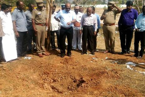 Indian authorities inspect the site of a suspected meteorite landing in Vellore, Tamil Nadu that killed a bus driver and injured 3 others on 6 February. Photo: AFP