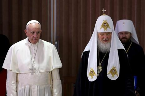 Pope Francis (Left) and Russian Orthodox Patriarch Kirill stand together after a meeting in Havana on 12 February 2016. Photo: Reuters