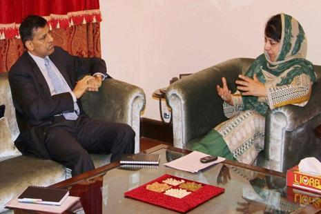 Jammu and Kashmir chief minister Mehbooba Mufti with the governor of Reserve Bank of India Raghuram Rajan in a meeting in Jammu on Saturday. Photo: PTI