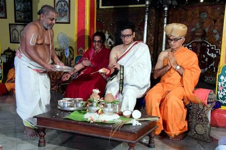 Maharaja of Mysore, Yaduveer Krishnadatta Chamaraja Wadiyar, attends pre-marriage rituals in Mysore on Sunday. Photo: PTI