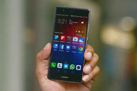 The Huawei P9 is a classy looking smartphone with a premium metallic finish, and the thinness of the phone stands out immediately. Photo: Ramesh Pathania/Mint