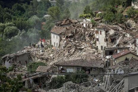 Rescuers work following an earthquake in Pescara del Tronto, central Italy, on 24 August. Photo: Reuters