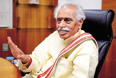 File photo. Labour minister Bandaru Dattatreya had urged the central trade unions on Friday to reconsider their decision to go on strike. Photo: Priyanka Parashar/Mint