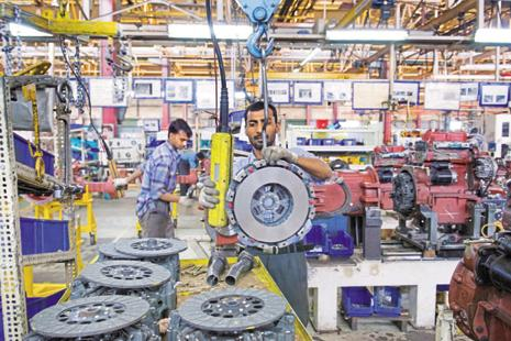 While opinion is divided on whether the Indian economy will pick up this fiscal year as a whole, there is almost unanimity of a slowdown in the June quarter compared to the preceding March quarter when GDP recorded 7.9% growth.  Photo: HT