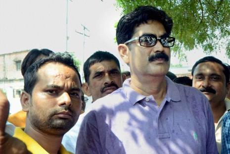 File photo. The Patna high court granted bail to Shahabuddin (right) on 7 September in a case of murder of a witness in the 2004 killing of two brothers in Siwan. He got bail in nearly 12 other cases earlier.  Photo: PTI