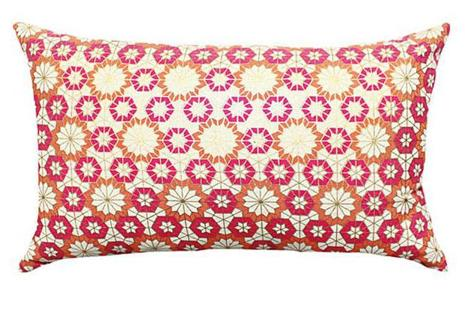 This cushion cover is inspired by the geometric patterns in Mughal art and architecture.