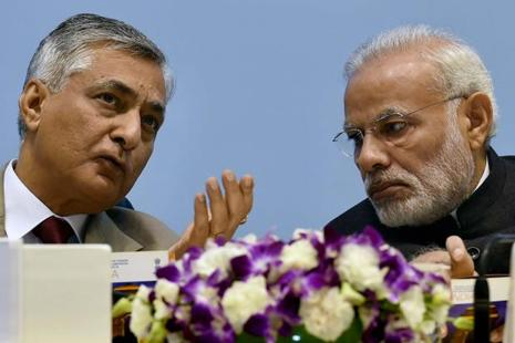 Prime Minister Narendra Modi with Chief Justice of India Justice T.S. Thakur at the concluding session of 'Global Conference on National Initiative towards Strengthening Arbitration and Enforcement in India' in New Delhi on Sunday. Photo: PTI