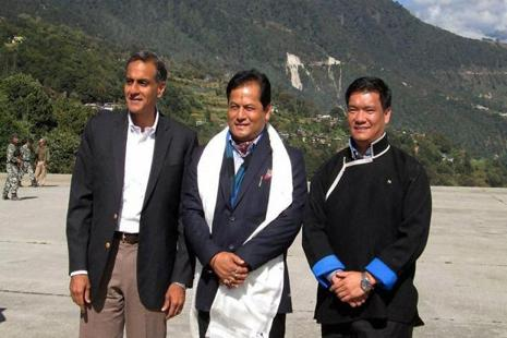Assam CM Sarbananda Sonowal with the Arunachal Pradesh CM Pema Khandu (R) and US Ambassador to India Richard Verma at Tawang in Arunachal Pradesh. Photo: PTI