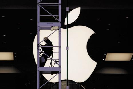 Apple forecast sales of $76 billion to $78 billion for the last three months of 2016, compared with analysts' average estimate of $75.4 billion. Photo: Reuters