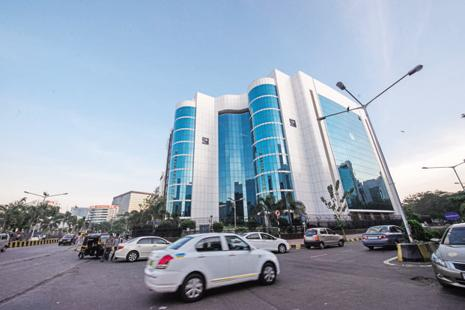 Sebi may propose a cap on such liquid mutual fund transactions in order to avoid any systemic risk in the event of abrupt bulk redemptions. Photo: Aniruddha Chowdhury/Mint